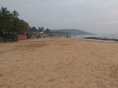 Anjuna beach, in north Goa, should have been full with tourists during this time of the year. But with tourists leaving earlier than expected due to the inconvenience caused by notebandi</em, the shore is relatively deserted. Image courtesy: Indiaspend/Mukta Patil