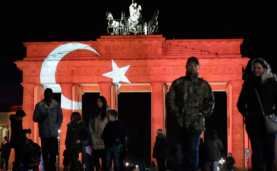 The Brandenburg Gate in Berlin, Germany, is illuminated in the colours of the flag of Turkey on Monday, Jan. 2, 2017. Istanbul governor Vasip Sahin said at the scene on theshores of the Bosphorus that the attacker