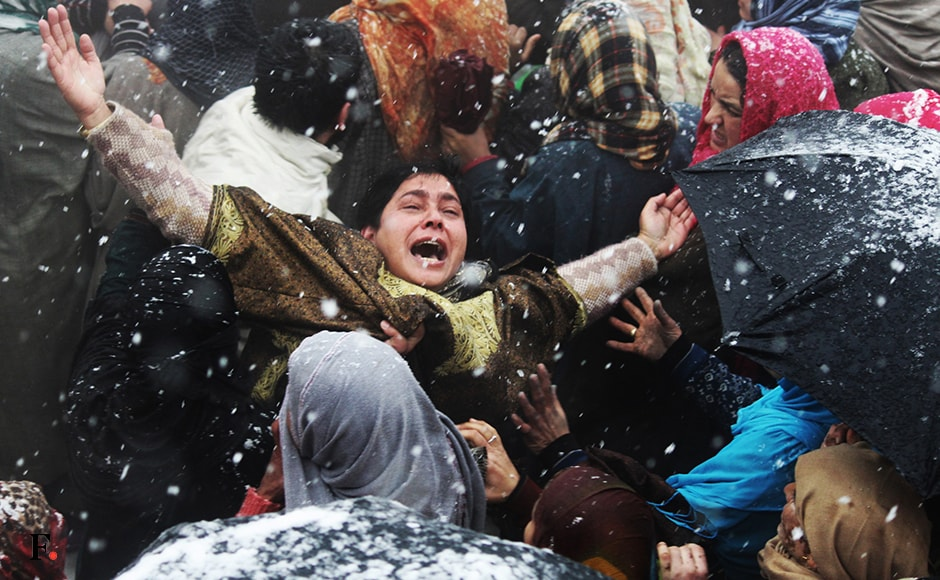 A woman wails as the dead body of a militant is being taken for the burial, massive clashes erupted in Sopore area with youths pelting stones and bricks on the forces. Image courtesy Eeshan Peer