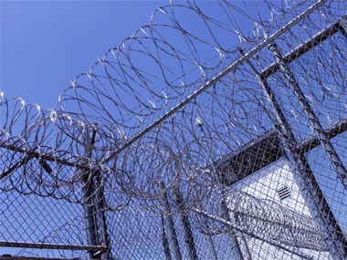 3 inmates at large after prison break in Australia