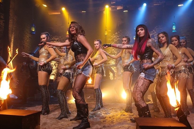 Bani (R) performs with Lopa at the Bigg Boss 10 grand finale