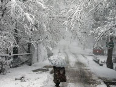 Srinagar-Jammu national highway reopens after heavy snowfall blocked road on Sunday