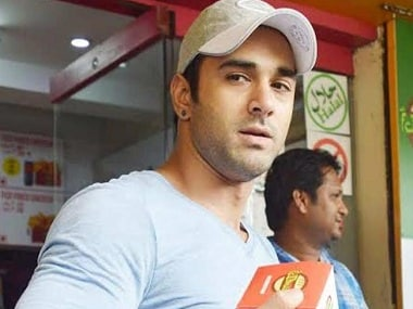 Pulkit Samrat gets into scuffle with photographers at Bandra Court after divorce hearing