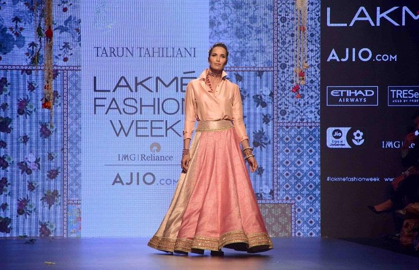 Model Padma Lakshmi displays the creation of fashion designer Tarun Tahiliani during the Lakme Fashion Week Summer/Resort 2017, in Mumbai, India on February 3, 2017. (Sanket Shinde/SOLARIS IMAGES)