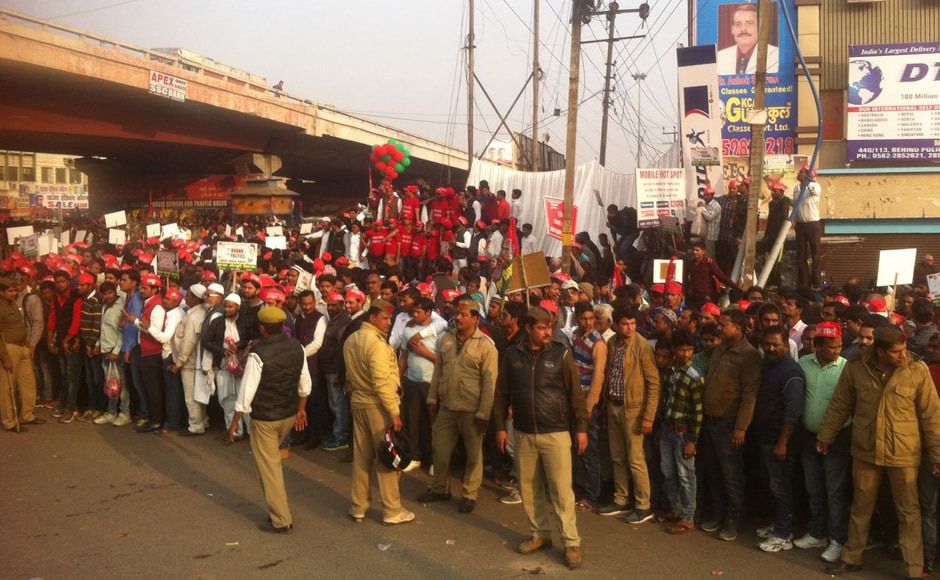 With an eye on the crucial western Uttar Pradesh that goes to poll on 11 February, Akhilesh Yadav and Rahul Gandhi on Friday jointly addressed a rally in Agra. Sameer Qureshi/Firstpost
