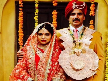 Bhumi Pednekar and Akshay Kumar in the first look of Toilet: Ek Prem Katha. Twitter