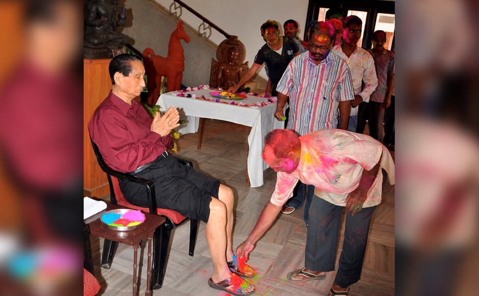 Bhubaneswar: Odisha Governor S C Jamir receiving Holi greetings from people at Raj Bhawan in Bhubaneswar on Monday. PTI