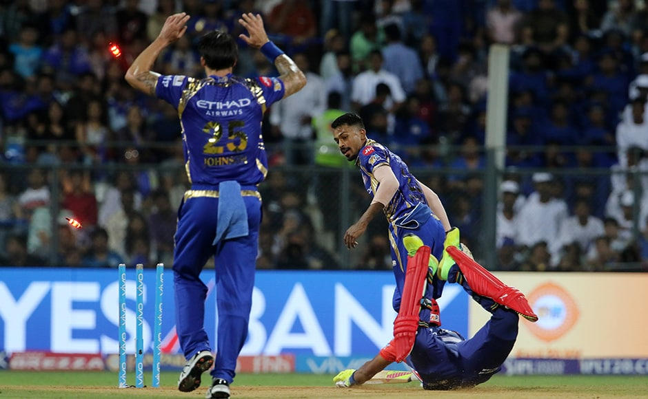 Hardik Pandya of the Mumbai Indians run outs Aditya Tare of the Delhi Daredevils during match 25 of the Vivo 2017 Indian Premier League between the Mumbai Indians and the Delhi Daredevils held at the Wankhede Stadium in Mumbai, India on the 22nd April 2017 Photo by Vipin Pawar - IPL - Sportzpics