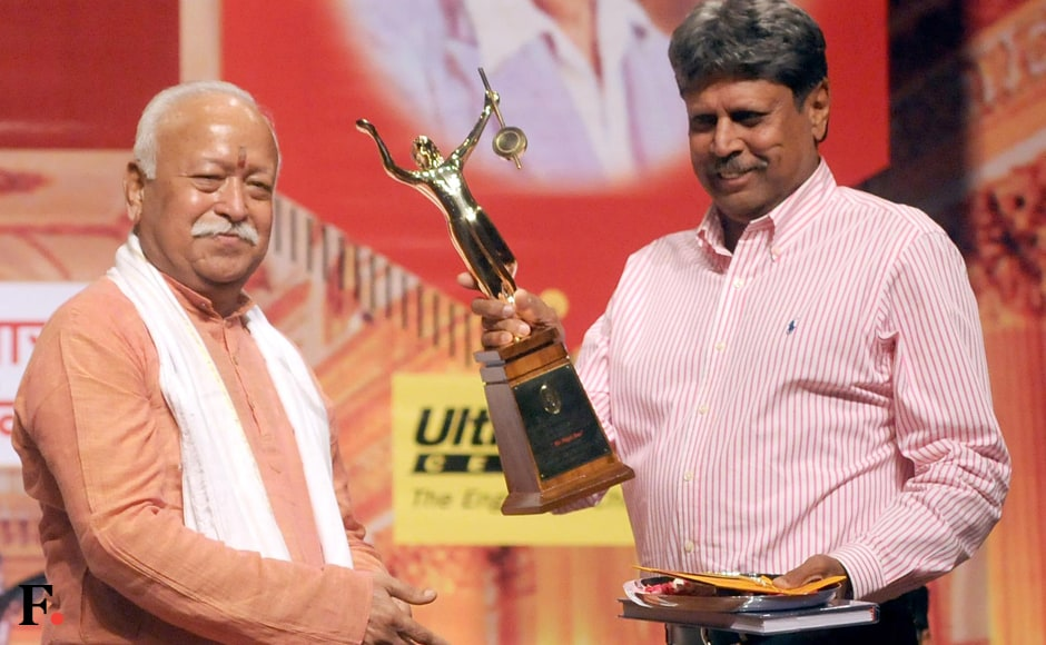 Kapil-Dev-with-RSS-chief-Mohan-Bhagwat