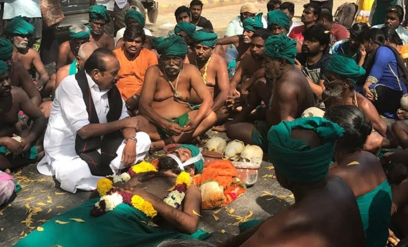 Tamil Nadu farmers protest has grabbed enough eyeballs but state govt must step up for their cause