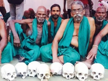 Tamil Nadu farmers suspend protest till 25 May after assurance from CM K Palaniswamy