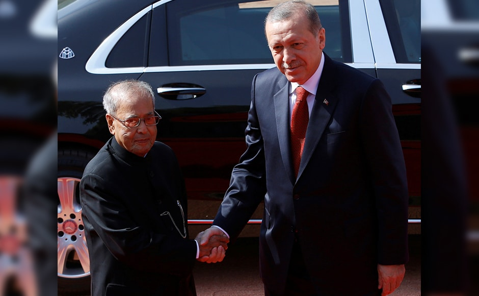 Turkish President Recep Tayyip Erdogan shakes hands with his Indian counterpart Pranab Mukherjee (L) during his ceremonial reception at the forecourt of India's Rashtrapati Bhavan presidential palace in New Delhi on Monday. Reuters