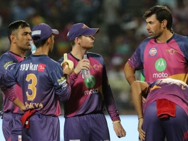 RPS coach Stephen Fleming in discussion with captain Steve Smith and MS Dhoni. Sportzpics