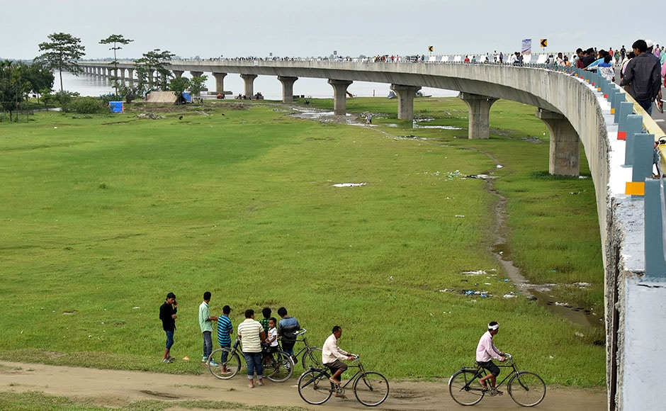 People gather by the Dhola-Sadiya bridge across the River Lohit, a tributary of the River Brahmaputra, which was inaugurated by Indian Prime Minister Narendra Modi in Assam on May 26, 2017. The 9.15-kilometre-long bridge to connect Assam state with Arunachal Pradesh is the longest bridge in India. AFP