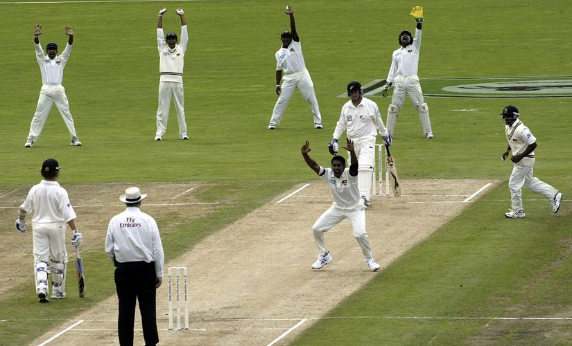 Sri Lanka's Chaminda Vaas appeals successfully for the wicket of New Zealand's Cumming on the first day of the cricket test at Napier in New Zealand. Sri Lanka's Chaminda Vaas (4th R) appeals successfully for the wicket of New Zealand's Craig Cumming (3rd R) on the first day of the cricket test at McLean Park, Napier, in New Zealand April 4, 2005. This is the first test in a two match series. REUTERS/Anthony Phelps - RTRSYXL