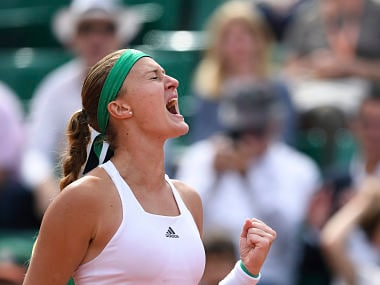 France's Kristina Mladenovic celebrates after winning a point during her tennis match against Spain's Garbine Muguruza at the Roland Garros 2017 French Open on June 4, 2017 in Paris. / AFP PHOTO / FRANCOIS XAVIER MARIT
