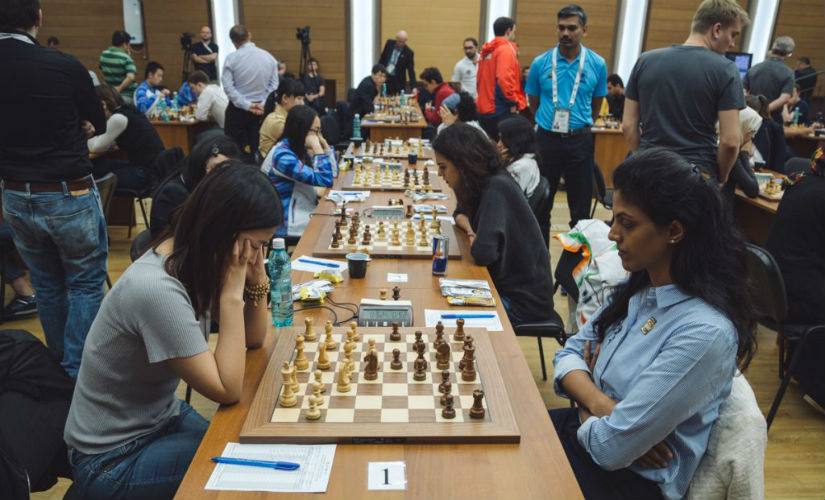 Indian women battling it out against the top seed, China. Image courtesy: FIDE