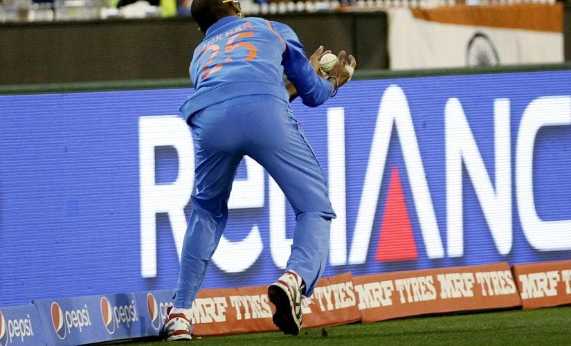 India's Shikhar Dhawan juggles a catch near the boundary ropes to dismiss Bangladesh batsman Mahmudullah. Reuters