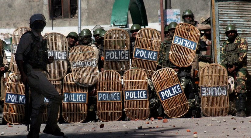 Kashmir unrest: Protesters back on streets after cops gun down two militants in Baramulla