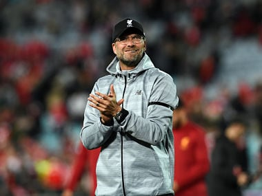 Liverpool coach Jurgen Klopp applauds the fans after their end-of-season friendly football match against Sydney FC at the Olympic Stadium in Sydney on May 24, 2017. / AFP PHOTO / SAEED KHAN / IMAGE RESTRICTED TO EDITORIAL USE - STRICTLY NO COMMERCIAL USE