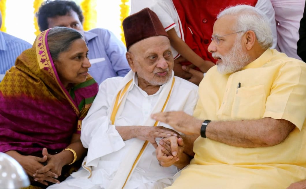 Narendra Modi also interacted with former president APJ Abdul Kalam's elder brother Mohammed Muthu Meera Lebbai Maraicker during the inauguration of Kalam's memorial at Peikarumbu in Rameswaram, Tamil Nadu on Thursday. PTI