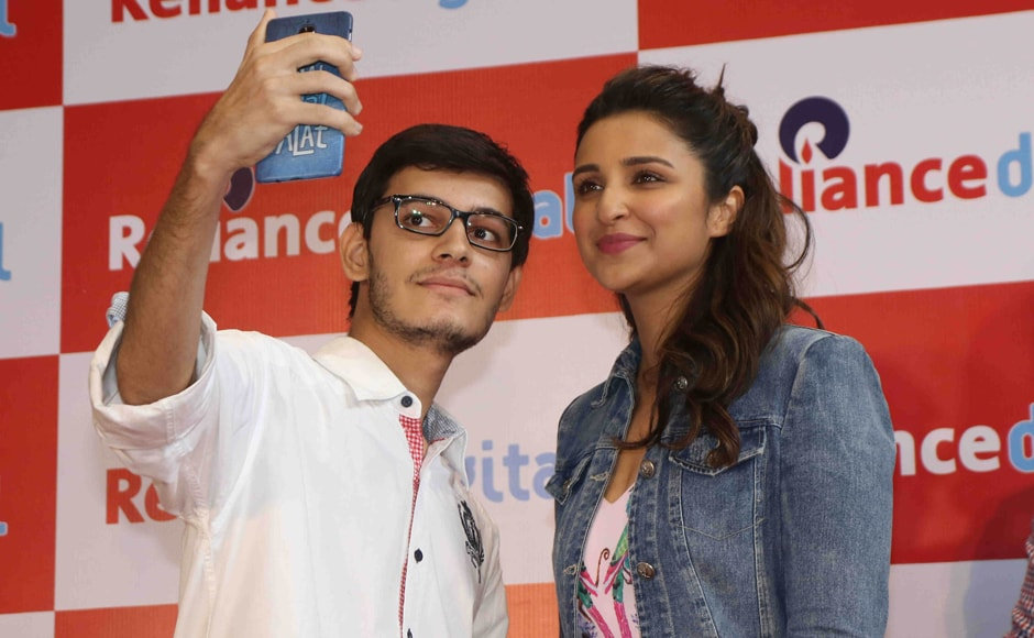 Actress Parineeti Chopra was seen at a meet-and-greet with fans on 30 June at a Mumbai store. Photo: Solaris Images