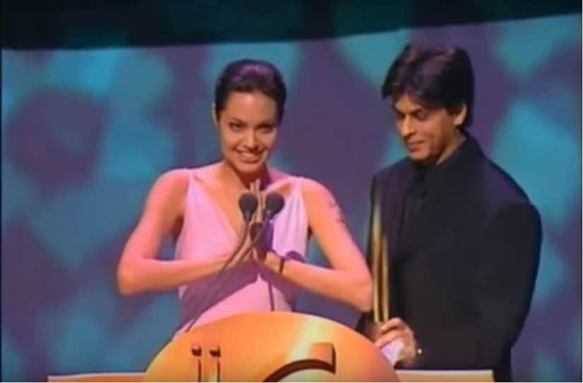 Anjelina Jolie and Shah Rukh Khan at IIFA Awards 2000. Screengrab from YouTube.
