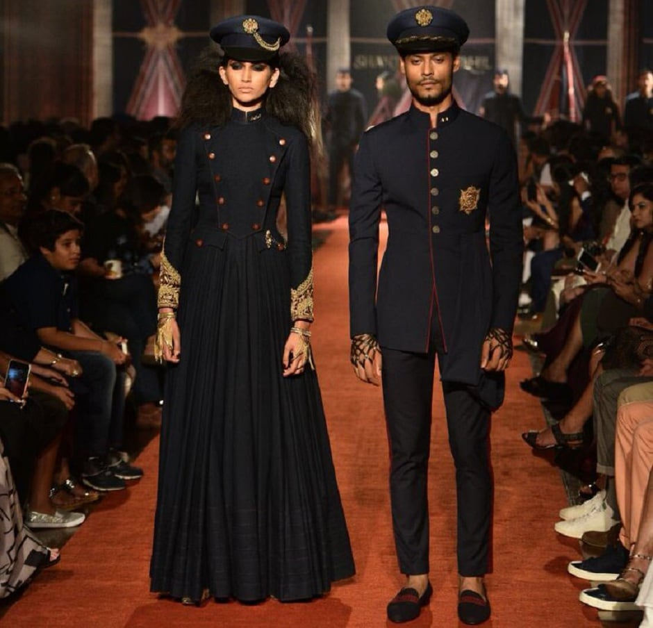 Models looked fiercely royal as they displayed the clothes with utmost elegance on the fashion runway. Image from Twitter/shantanunikhil.