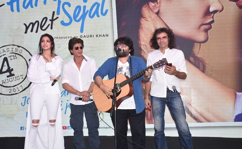 The track, titled 'Hawayein' was unveiled in an open air seating as the sun set on the evening. Anushka, Shah Rukh, Pritam (also performed) and Imtiaz were present during the launch.