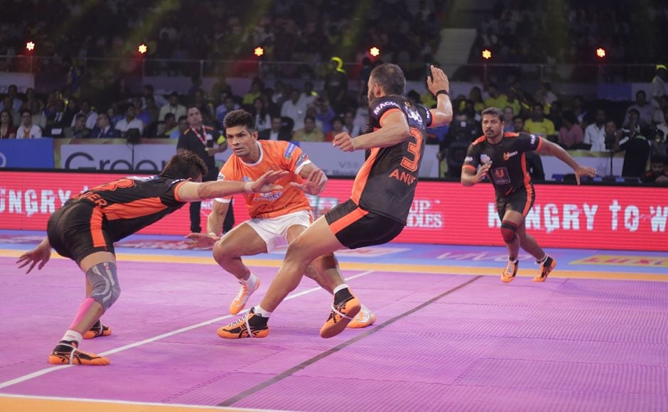 In the second match of the day, Puneri Paltan took on former champions U Mumba. The Pune outfit had a sparkling start and were leading 17-10 in the first half with Sandeep Narwal being their most effective player. Image courtesy: www.prokabaddi.com