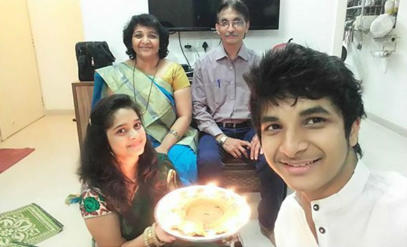 With his doting family! Father Dr Santosh Gujrathi, mother Dr Nikita Gujrathi and sister Vedika. Image courtesy: Gaurav Gawand/ChessBase India