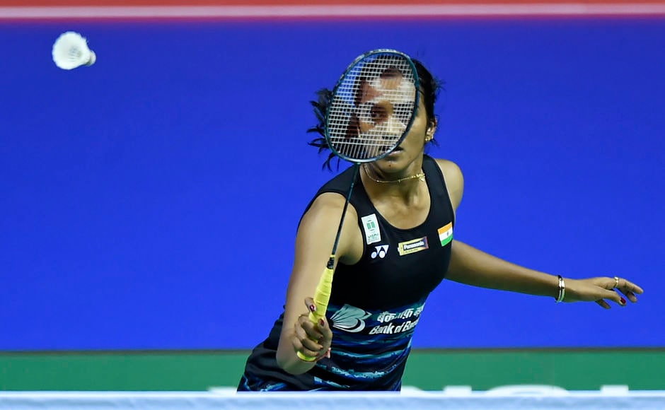 India's Sindhu Pusarla returns against Hong Kong's Cheung Ngan Yi during their round three women's singles match during the 2017 BWF World Championships of badminton at Emirates Arena in Glasgow on August 24, 2017. / AFP PHOTO / ANDY BUCHANAN