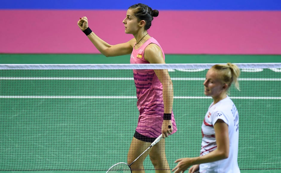 Spain's Carolina Marin (L) reacts after beating Denmark's Mia Blichfeldt in their round three women's singles match during the 2017 BWF World Championships of badminton at Emirates Arena in Glasgow on August 24, 2017. / AFP PHOTO / ANDY BUCHANAN