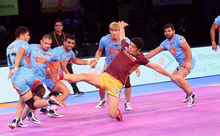 UP Yoddhas defender Haji Tajik attempts to win a raid point for his side. Image courtesy:Facebook page of Pro Kabaddi