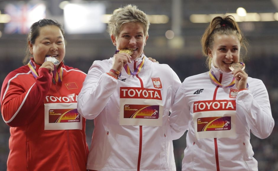 Poland's Anita Wlodarczyk (cente) left it pretty late, but with one massive hammer throw she won her third world title. Early leader Wang Zheng of China (L) took silver with a throw of 75.98 meters and another Pole, Malwina Kopron (R), won bronze with a toss of 74.76. AP