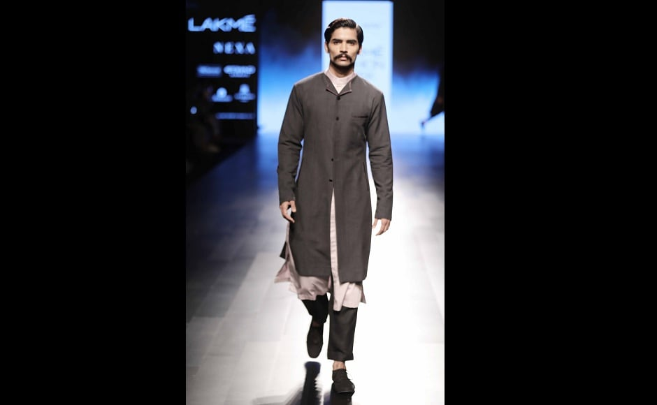 He also brought in a lot of asymmetry in his costumes, their cuts and silhouettes. Short coats had interesting small lapels, baggy trousers and <em>kurtas</em> were often teamed with lapel coats. Knit<em> sherwanis,</em> collarless shirts and shawl collar jackets were the centre of attraction in the men's range.