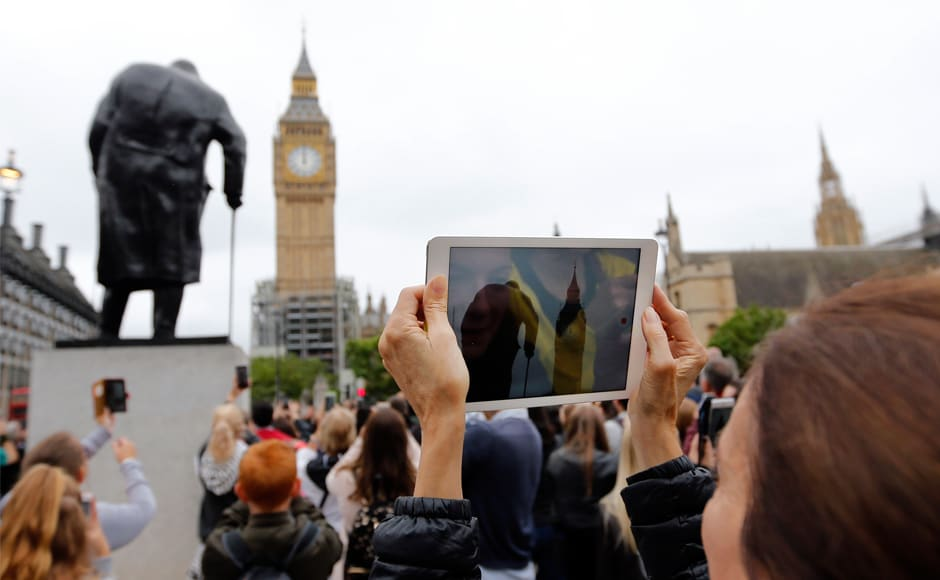 There were cheers and applause from a crowd of tourists and onlookers on the green opposite as the final chime rang out. The £29 million restoration of the Big Ben was signed off in 2015 by the Commons Administration Committee. AP