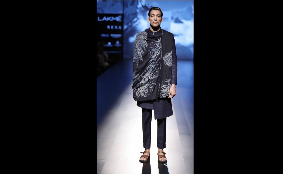 <em>Sherwanis</em>, shawls, <em>bundi/kurta</em> combos with asymmetric lapels and the black/white poncho with low-crotch pleated pants accentuated the theme of Mehta's collection.