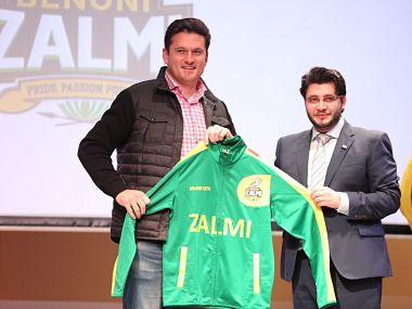 Graeme Smith with Benoni Zalmi team owner Javed Afridi . Twitter @JAfridi10