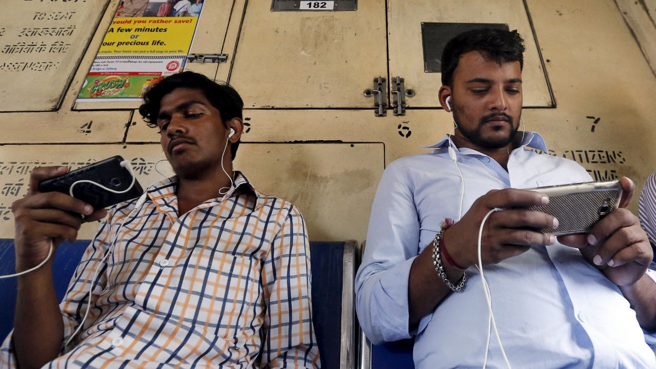 Commuters with their smartphones in a Mumbai local. Image: Reuters