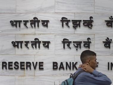 RBI advises banks to make Aadhaar card linkage mandatory for crop loans