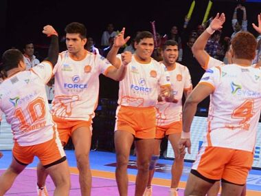 The successful Puneri Paltans team after the inter-zonal match against Bengal Warrior. Image Courtesy PKL official website