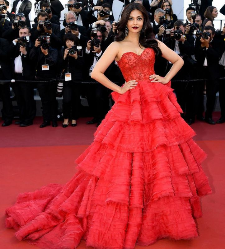 Check out your favorite divas flaunting the colour red!