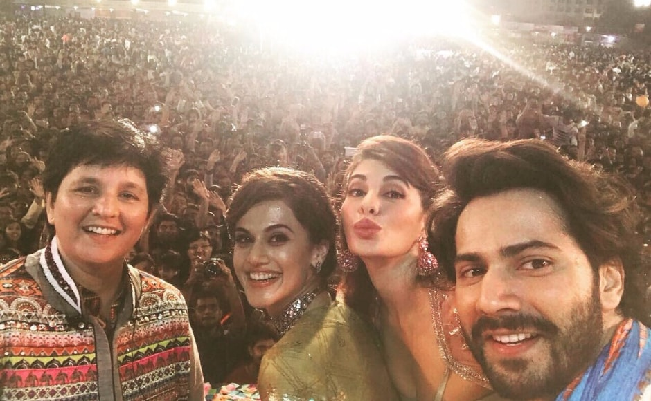 Varun Dhawan said that the crowd comprised of 20,000 people. Image from Twitter/@taapsee.