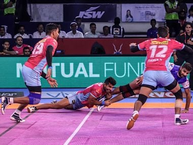 Jaipur Pink Panthers take on Dabang Delhi in Ranchi. Image courtesy: Twitter @JaipurPanthers