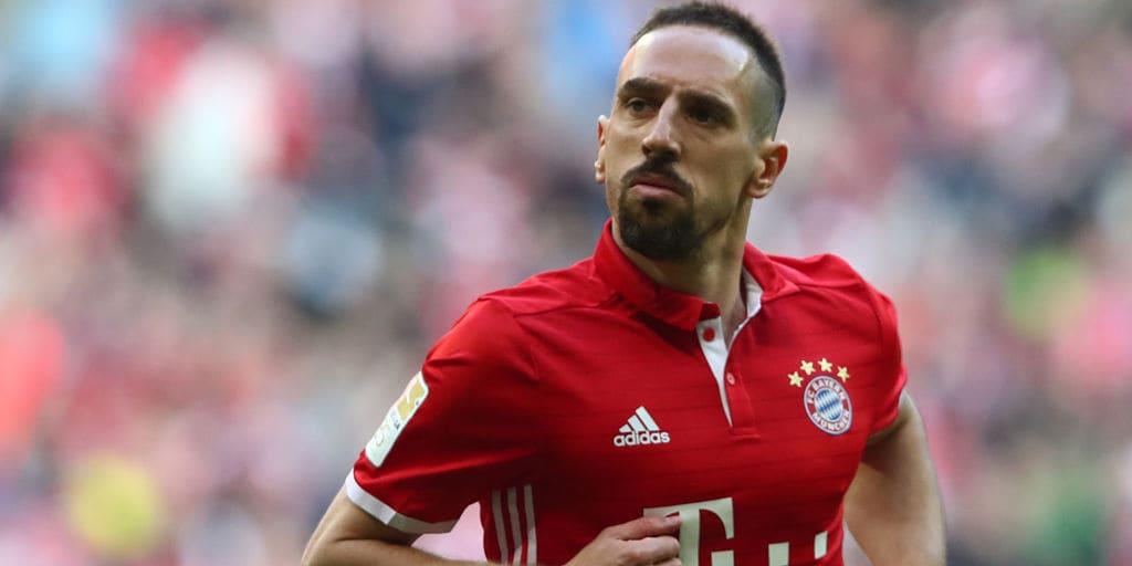 Pemain Bola Eropa ini Ternyata Muslim dan Bergelar Haji