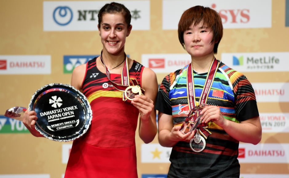 2016 Rio Olympics champion Carolina Marin poses with He Bingjiao of China after winning gold at the Japan Open Superseries in Tokyo. AFP