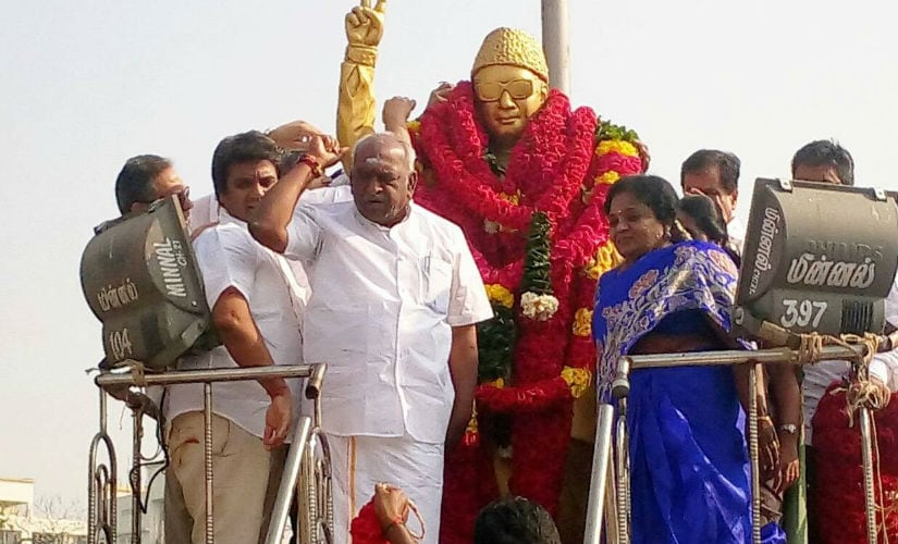Union minister Pon Radhakrishnan and Tamil Nadu BJP chief Tamilisai Sounderrarajan at the MGR statue at Marina Beach. Facebook/All India Radio