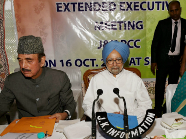 Ghulam Nabi Azad and Manmohan Singh during the meeting in Kashmir. PTI