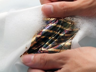 Researchers develop flexible, water proof solar cell that works even when soaked in water